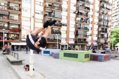 Una exhibició de parkour al barri de Les Torres   (foto: Ajuntament de Rubí – Localpres).