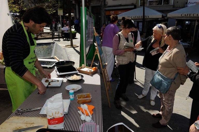 """El taller de cuina """"De l'hort a taula"""" ha permès conèixer com treure el màxim profit a les verdures de l'hort (foto: Localpres)"""