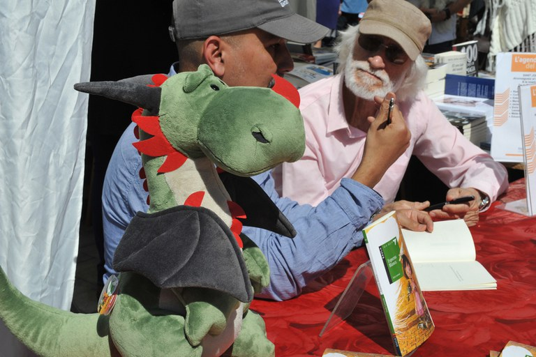 Els autors locals han signat llibres durant la jornada (foto: Localpres)