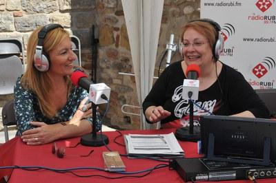 L'alcaldessa ha passat per l'estand de Ràdio Rubí (foto: Localpres)