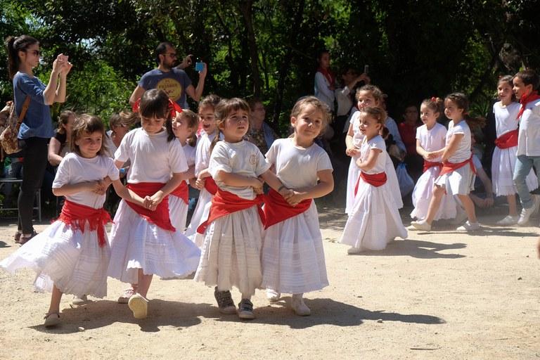 Els infants de l'Escola de l'Esbart (foto: Localpres)