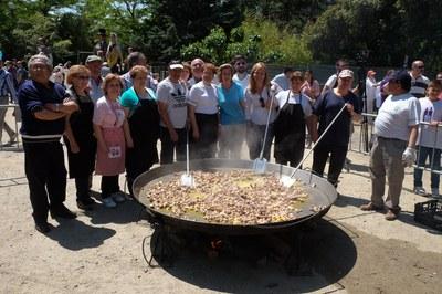 L'alcaldessa i el regidor de Cultura, amb els cuiners de la Unión Extremeña (foto: Localpres)
