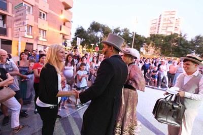 L'alcaldessa, amb els personatges històrics (foto: Ajuntament de Rubí - Localpres)