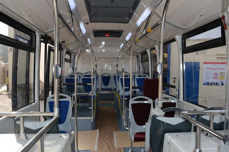 Com la resta de vehicles, aquests nous autobusos també disposen de seients de diferent color reservats per a gent gran, embarassades i usuaris amb mobilitat reduïda