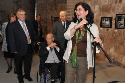 L'alcaldessa ha agraït l'obra del fotògraf (foto: Localpres)