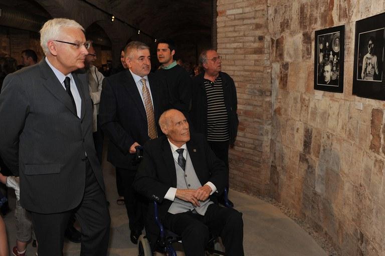 Marroyo ha visitat l'exposició acompanyat del conseller (foto: Localpres)