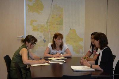 Les representants de Tiana, amb la regidora de l'Àrea de Serveis a les Persones i la cap de l'Àmbit de Polítiques de Ciutadania (foto: Localpres).