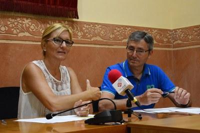 L'alcaldessa, Ana María Martínez, i el portaveu de C's, José Abadías, han presentat el projecte (foto: Localpres).