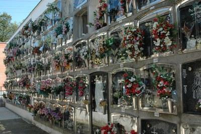 Fins diumenge, el Cementiri municipal obre de 9 h a 18 h de manera ininterrompuda.