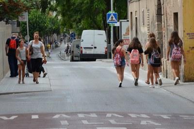 L'alumnat podrà accedir a les escoles en cotxe i a peu .