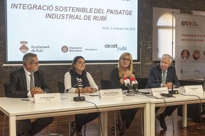Manuel Jiménez, Sònia Recasens, Ana María Martínez i Antoni Abad en un moment de la presentació (foto: Cesar Font).
