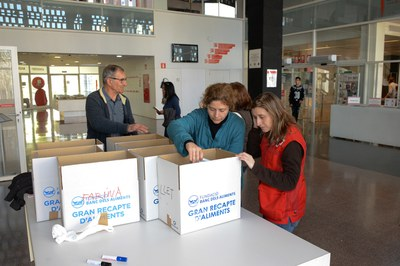Durant el Dictat Solidari s'ha dut a terme una recollida de productes de primera necessitat (foto: Localpres)