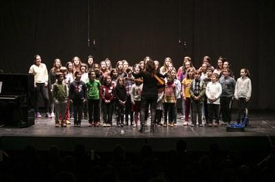 Els integrants de les corals han interpretat tres peces musicals (foto: Ajuntament – Lali Puig)