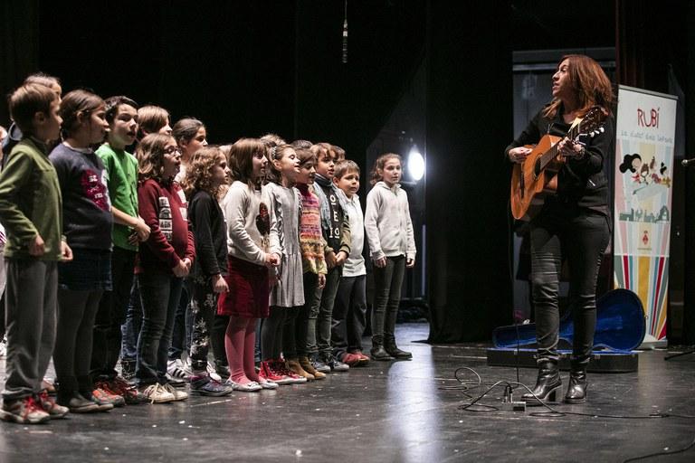 Les corals infantils i juvenils han ofert el concert que havien d'interpretar durant el Dia Universal dels Drets de la Infància (foto: Ajuntament – Lali Puig)