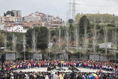 La Cantata Escolar ha tingut lloc a l'amfiteatre del parc del Castell (foto: Ajuntament – Lali Puig).