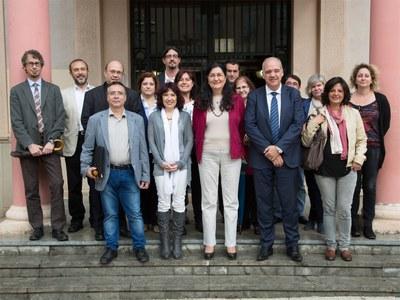 """Els representants de l'Ajuntament, """"la Caixa"""" i les entitats socials (foto: Localpres)."""