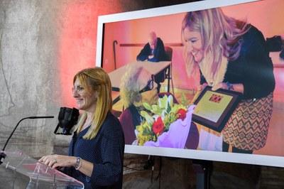 L'alcaldessa, durant l'acte d'homenatge a Neus Català i Pallejà (foto: Ajuntament de Rubí – Localpres).