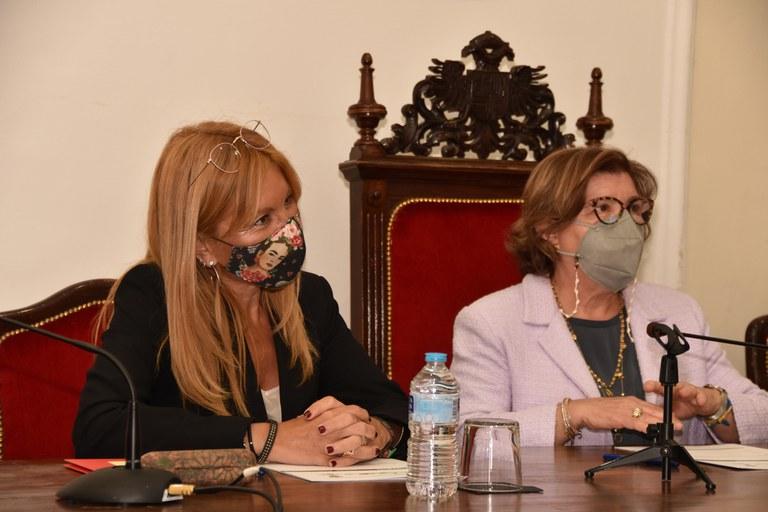 Les alcaldesses de tots dos municipis, durant l'acte d'agermanament
