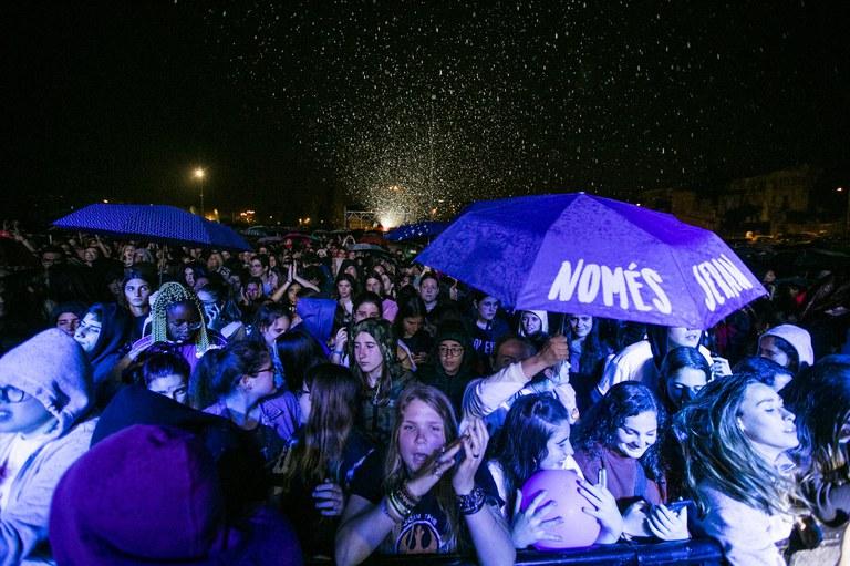 El públic, sota la pluja
