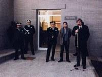 1986. Tercer i darrer canvi de seu de la Policia Local. La nova ubicació, la mateixa que l'actual, es va situar a la carretera de Terrassa, 118, un edifici que fins aleshores havia estat l'antic escorxador municipal..