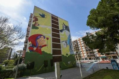 Mural on Plaça Constitució.