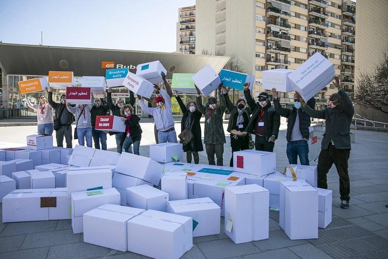 "The activity ""Breaking walls"" (photo: Rubí City Council - Lali Puig)"