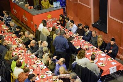 La Societat Sant Antoni Abat invita a comer a todas aquellas personas y entidades que apoyan la fiesta (foto: Localpres).