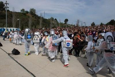 Famílias i alumnos han disfrutado de un viage por el espacio (Foto: Localpres)