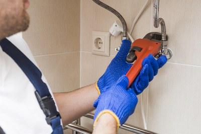 Entre las obras subvencionables está la instalación de nuevos sistemas de producción de agua caliente sanitaria.