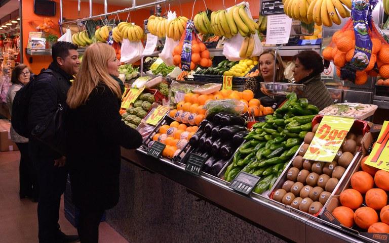 La alcaldesa ha mantenido contactos con los comerciantes (Foto: Localpres)