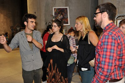 La alcaldesa y los concejales de Cultura y Juventud han visitado la exposición acompañados de sus organizadores (foto: Localpres).