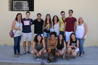 Una decena de alumnos han visitado la Masía de Can Serra para conocer de primera mano el proyecto Rubí Brilla (foto: Localpres)