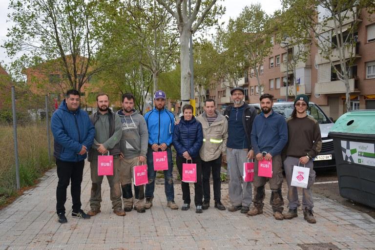 El concejal, junto con los alumnos y profesores franceses
