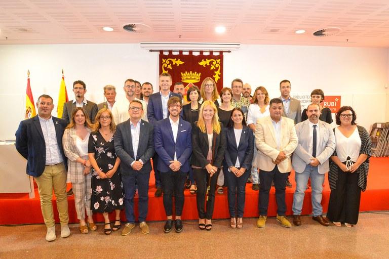Los 25 concejales y concejalas (foto: Ayuntamiento de Rubí - Localpres)