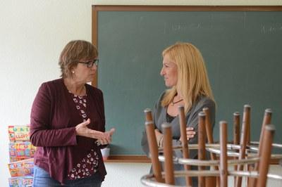 Una de las personas con las que se ha entrevistado la alcaldesa este lunes ha sido Ma Dolors Oliver, directora de la Escuela Teresa Altet (foto: Localpres).