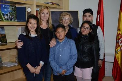 Alumnos de las escuelas 25 de Setembre y Montessori también se han desplazado a Madrid para presentar el proyecto (foto: Localpres)