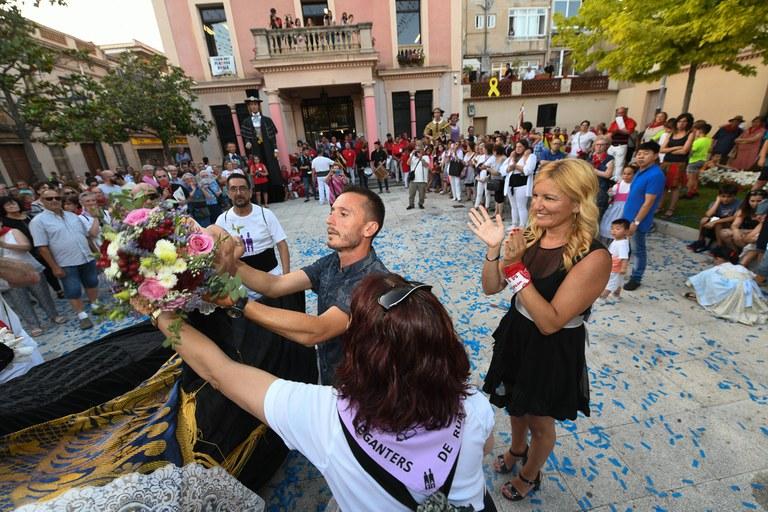 El cambio del ramo (foto: Ayuntamiento de Rubí - Localpres)