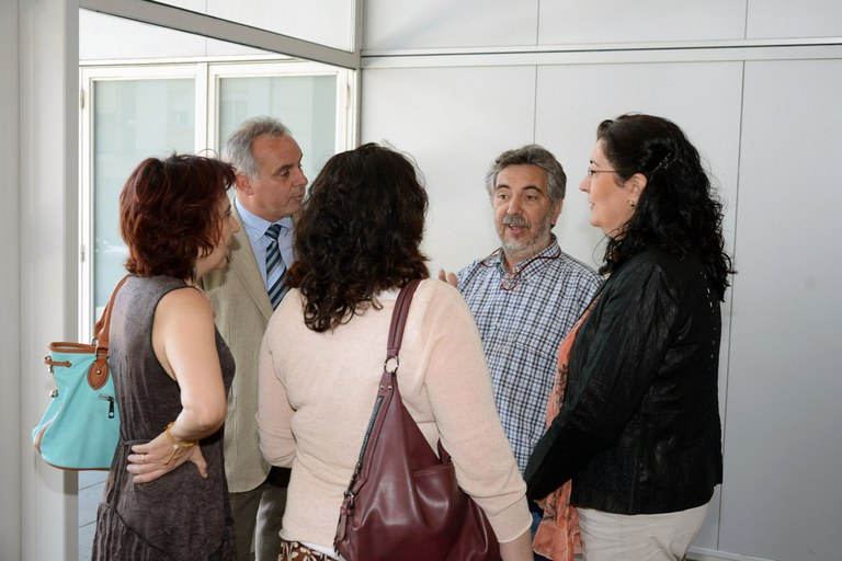 Las autoridades hablando con los responsables del centro (foto: Localpres)