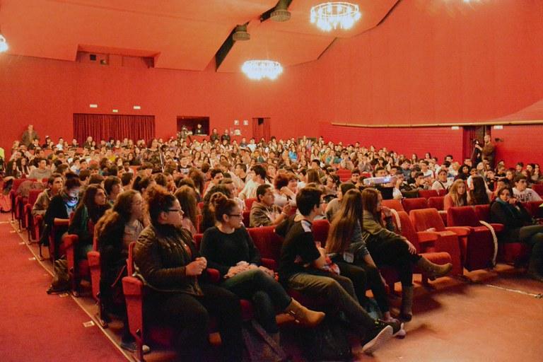 Cerca de 500 jóvenes han llenado La Sala