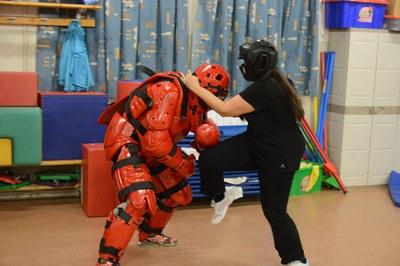 El taller de defensa personal para mujeres incluye una sesión teórica y cuatro prácticas (foto: Localpres).