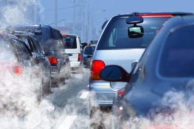 Entre otros, se recomienda evitar el uso del vehículo privado y conducir de manera eficiente.