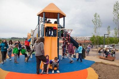 Los más pequeños han disfrutado por primera vez este viernes de las nuevas instalaciones del parque Rivo Rubeo (foto: Localpres).
