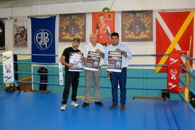 De izquierda a derecha: el presidente del Club de Boxeo Rubí, el presidente de la Federación Catalana de Boxeo y el concejal de Deportes.
