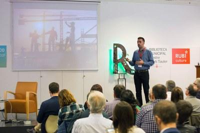 Jordi Núñez, director del Área de Desarrollo Económico y Local del Ayuntamiento de Rubí, ha hablado sobre los agentes energéticos (foto: Localpres)