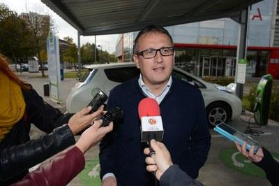 Rafael Güeto ha presentado el Congreso a la fotolinera del Rubí Forma (foto: Localpres).