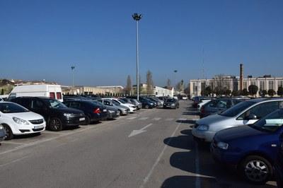 La Policía Local ya ha comenzado a distribuir avisos entre los vehículos estacionados (foto: Localpres).