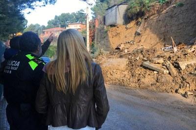 La alcaldesa comprobó personalmente muchas de las incidencias producidas por la lluvia.