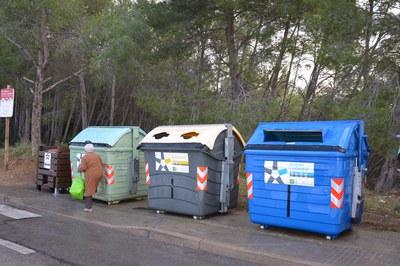 Los contenedores de la fracción papel y cartón se vaciarán dos veces por semana (foto: Ayuntamiento de Rubí).