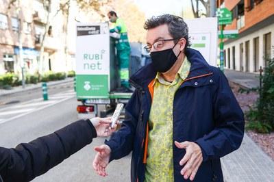 El concejal Andrés Medrano Muñoz, durante la presentación de la Semana Europea de la Prevención de Residuos (foto: Ayuntamiento de Rubí - Lali Puig).