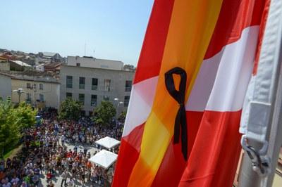 La ciudadanía, en los cinco minutos de silencio por los atentados convocados los pasado viernes (foto: Localpres).